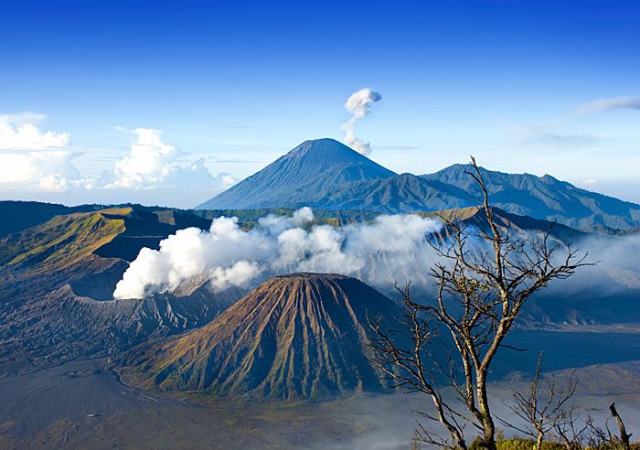 Panorama Alam Pegunungan Di Jawa Timur