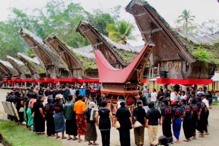 5 Upacara Tradisional Indonesia yang Unik dan Khas