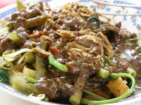 Wisata Kuliner Lontong Balap Khas Surabaya